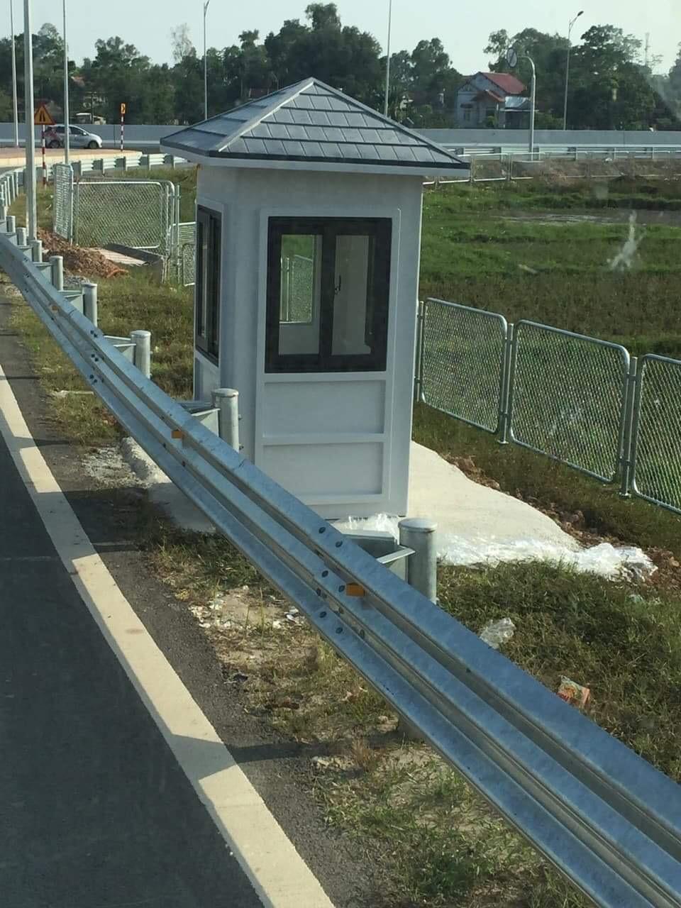 Cabin bảo vệ lắp đặt trên đường cao tốc