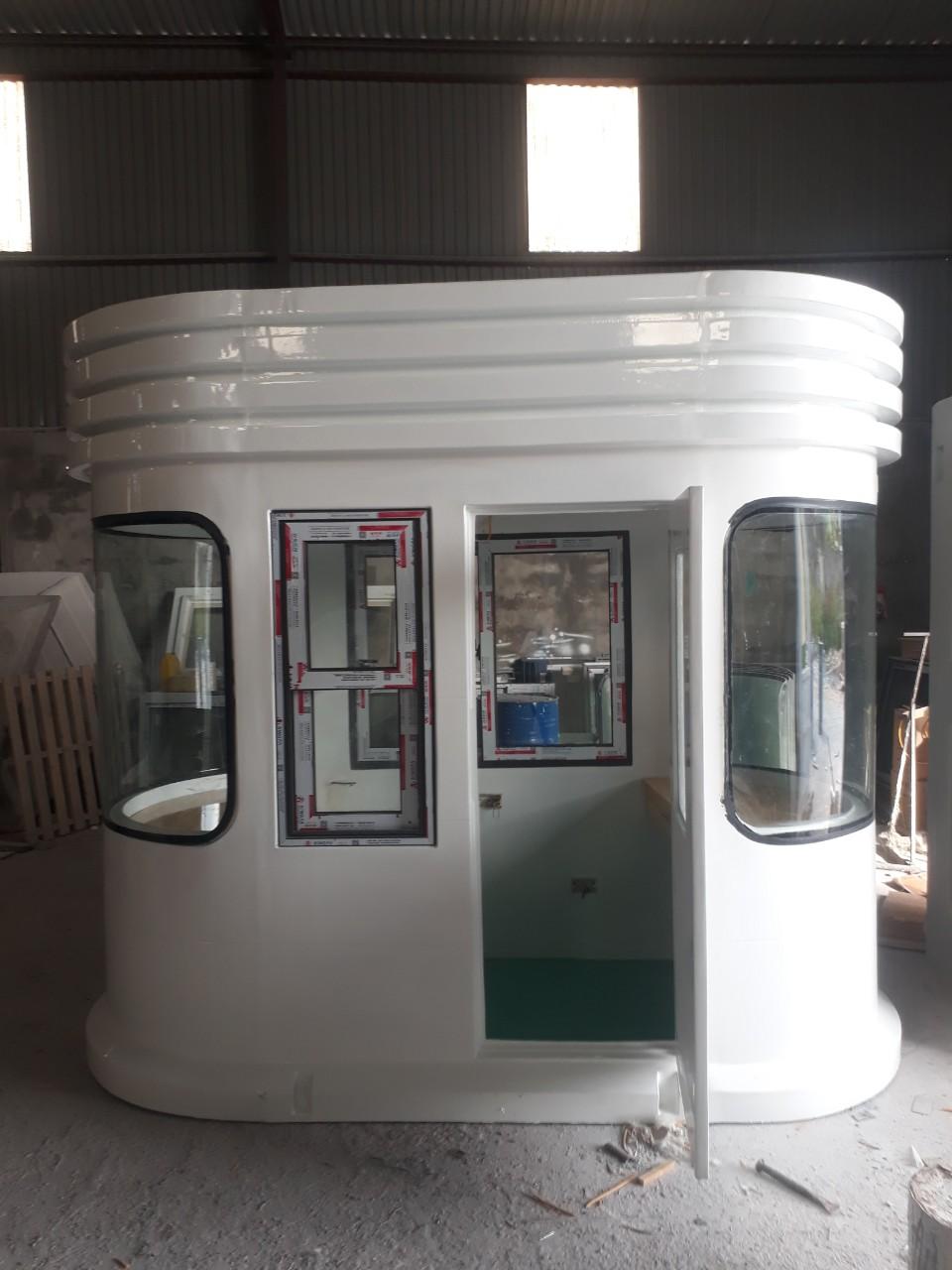 Cabin có cửa sổ lùa 2 bên để thu phí 2 chiều