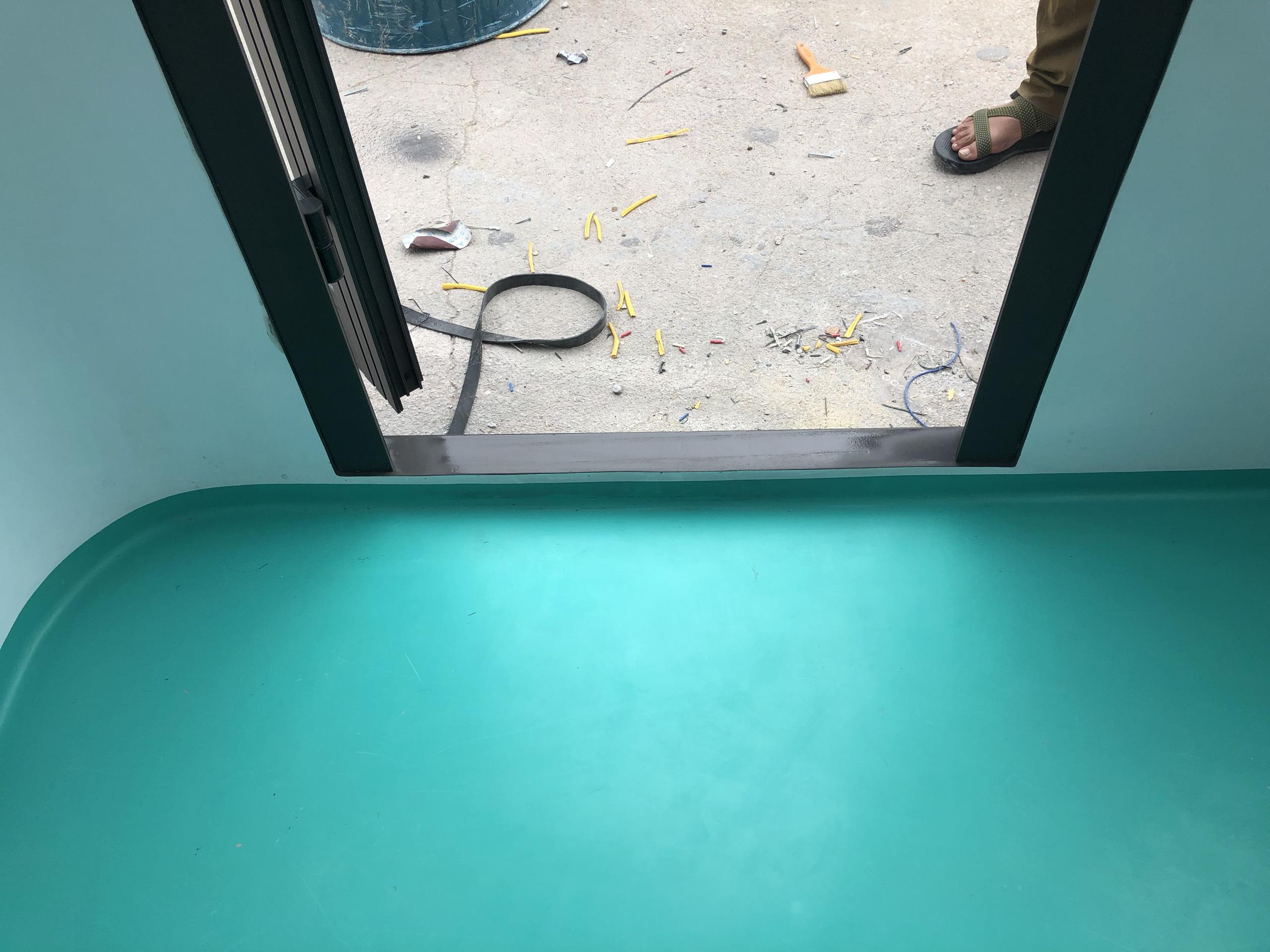 Sàn và cửa chính